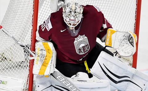 Голкипер сборной Латвии по хоккею заявил, что ему не нравится Россия