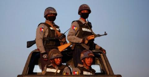 Тайские туристы, взятые вза…