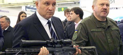 У Авакова хотят разрешить украинцам поездки в Крым с оружием в руках
