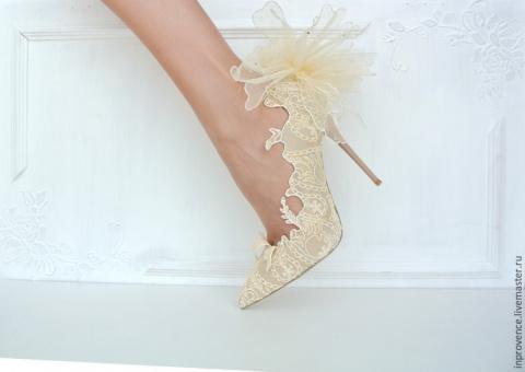 Декор туфель своими руками - потрясающе! Изумительные салфетки в форме большого цветка