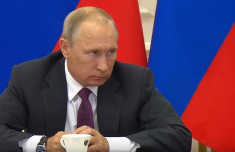 Путин отчитал замминистра финансов за задержку перехода портовых тарифов на рубли