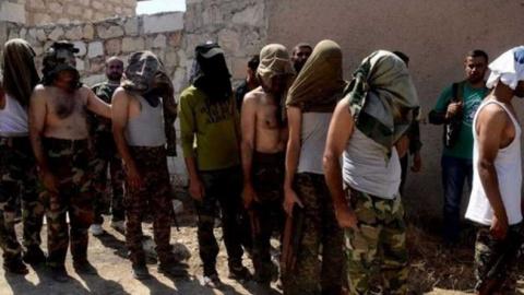 В Алеппо захвачено 14 военны…