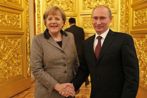 Эксперт назвал истинные причины визита Меркель в Москву для встречи с Путиным