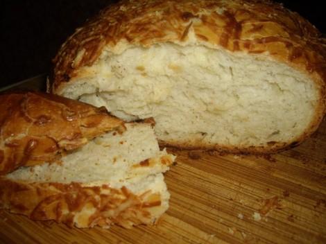 Луковый хлеб с сырной корочкой