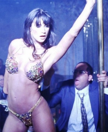 Самый дорогой танец в истории кино —  стриптиз  Деми Мур у шеста
