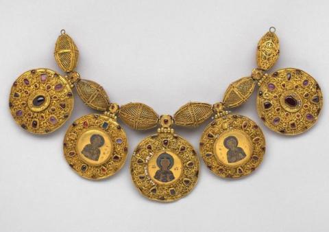 Рязанский клад — драгоценности XII и XIII века.