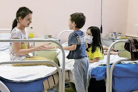 Будни детской больницы: Спим в одной кровати с ребенком и доедаем за ним