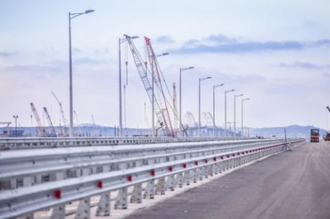 На участке моста в Крым уста…