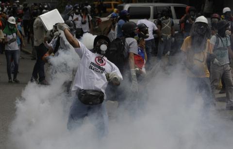 Число жертв антиправительственных протестов в Венесуэле увечилось до 60 человек