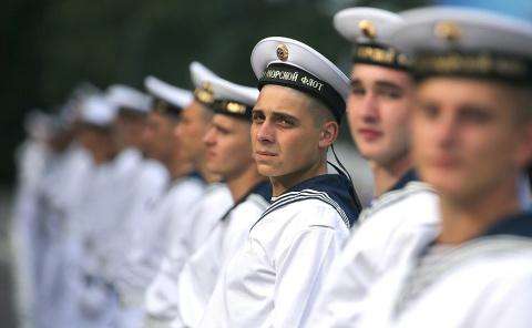 ВМФ РФ достойно отвечает на новые вызовы и вносит вклад в борьбу с терроризмом — Путин