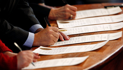 Семеро бесчестных. Выборщики США установили рекорд 200-летия