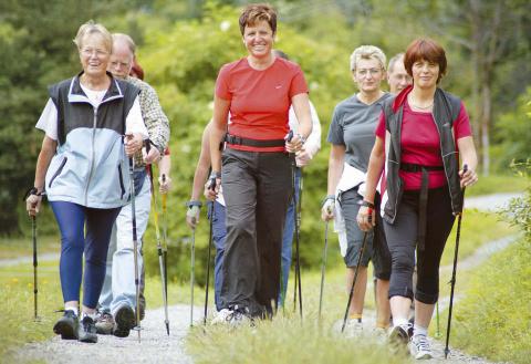 Кому полезна ходьба по скандинавски