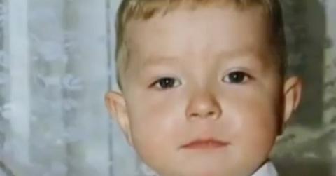 Мальчик в 8 лет колол дрова и ухаживал за мамой. Спустя 8 лет история получила огласку