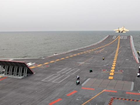 """Китай запустил в серийное производство """"пиратскую"""" копию российского палубного истребителя"""