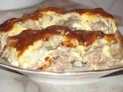Мясная запеканка с картофелем, грибами и сыром