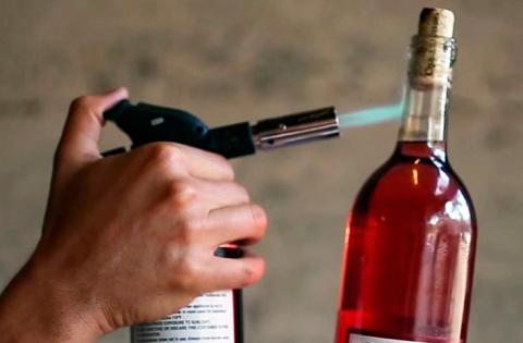 6 способов открыт вино без штопора