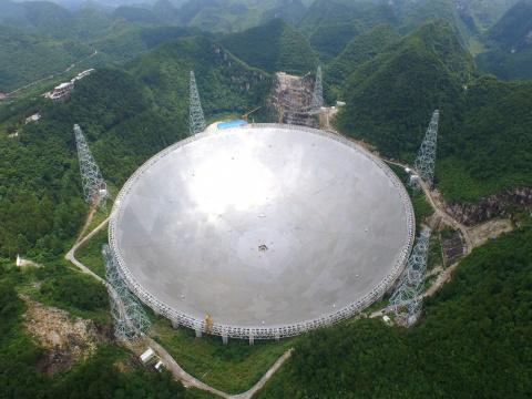 Гигантский радиотелескоп FAS…