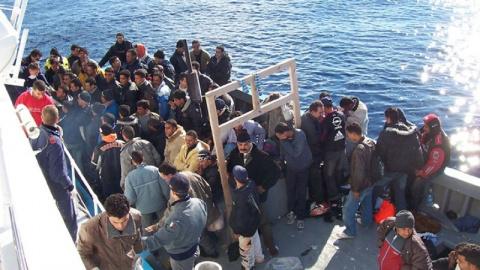 Италия готова закрыть порты для перевозящих мигрантов судов