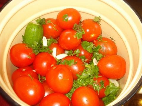"""""""Быстрое"""" ассорти - помидоры с огурцами"""