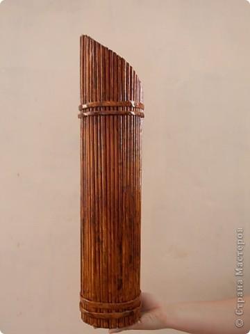Бамбуковая ваза из газетных трубок