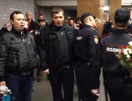Столичные полицейские спели в метро