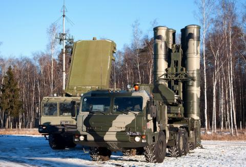 Два полка ЗРС С-400 заступил…