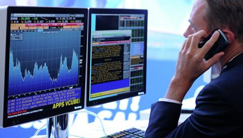 Рынок акций РФ открылся сниж…