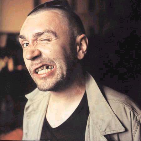 Сергей Шнуров вставил зубы в…