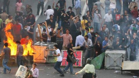 Беспорядки в Иране спровоцир…