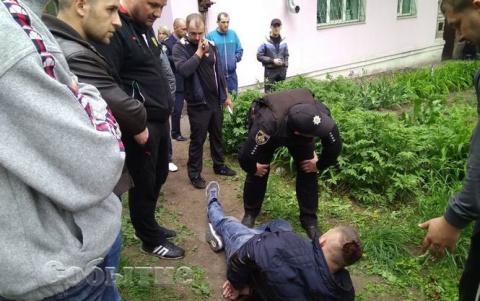 Таксисты постарались? Охранника Яроша, стрелявшего в таксиста, забрали в реанимацию