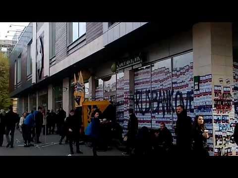 Украинские радикалы заблокировали Сбербанк во Львове