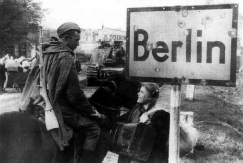 Как советским солдатам приписали 2 млн обесчещенных немок