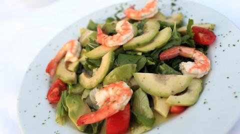 Салат из авокадо с креветкам…