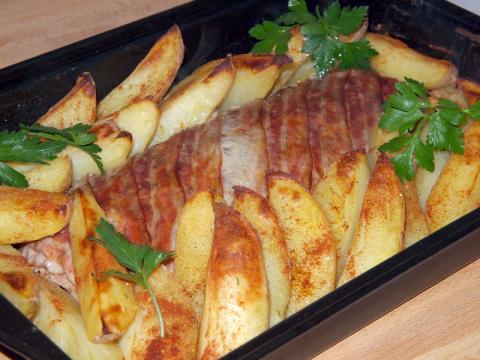 Рулет с яйцом и пряным картофелем