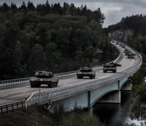 Как НАТО Швецию от восточных…