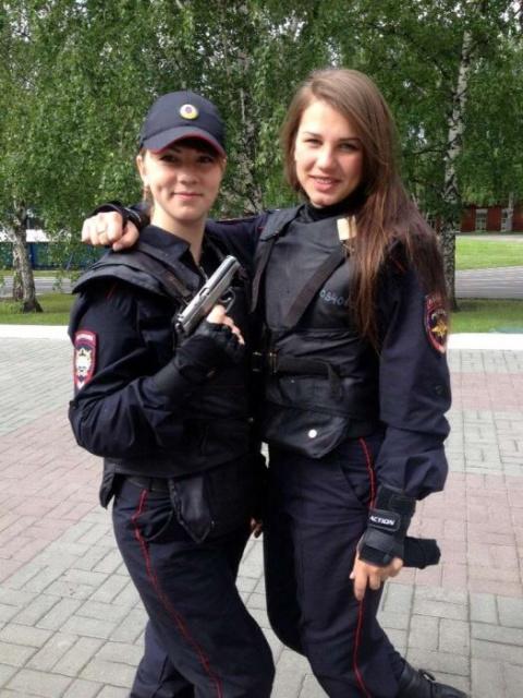 Милые и красивые девушки полицейские