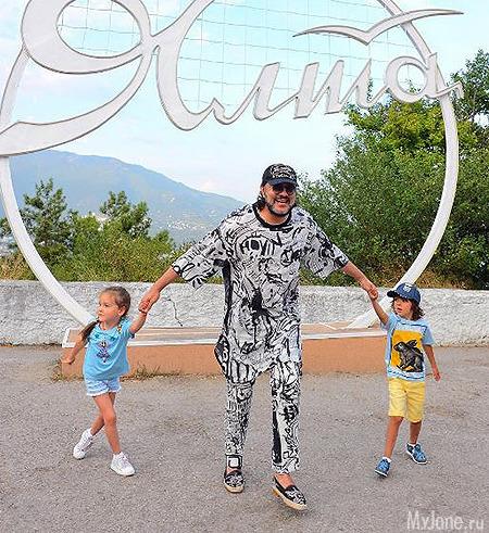 Филипп Киркоров с детьми в Ялте