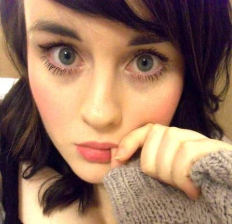На первый взгляд, эта девушка очень мила. Что с ней может быть не так, как вы думаете?