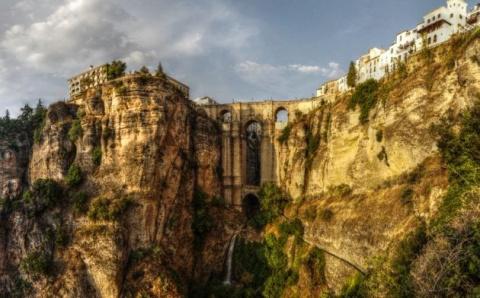 Топ-8 самых впечатляющих мостов из разных уголков мира (8 фото)