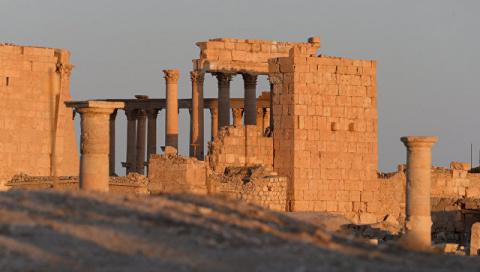 Сирийская армия взяла Пальмиру под полный огневой контроль