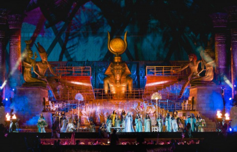 В Турине пострадали два опер…