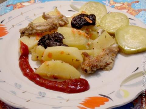 Картофель тушёный с черносливом
