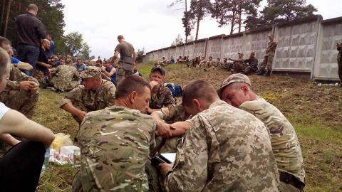 Украинских резервистов посылают на разминирование и кормят тухлыми продуктами