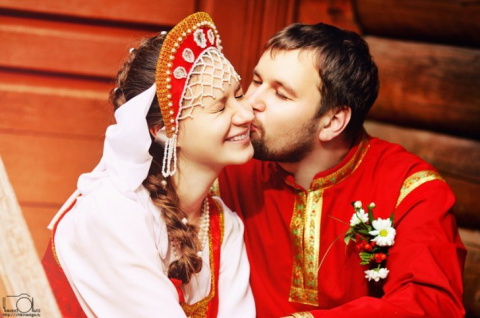 Немка в шоке: в России женщины выходят замуж в 20, а мужчины не любят геев