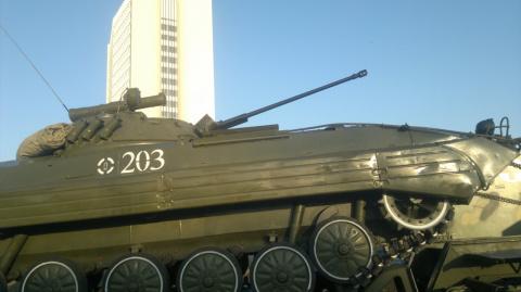 Боевые машины выставят в цен…