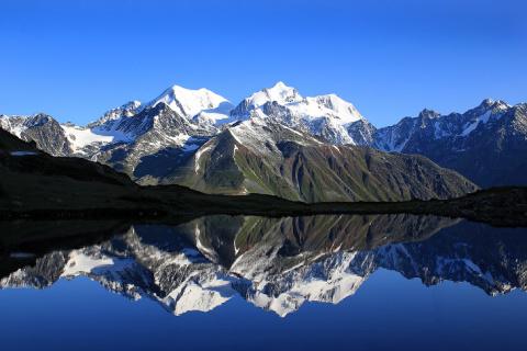Гора Белуха — символ Алтая, самая высокая гора Алтая и Сибири (4506 м.)