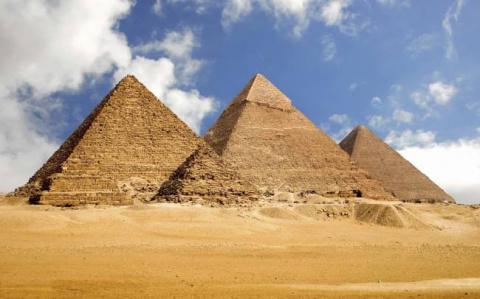 Британский инженер уверен, что пирамиды строили изнутри
