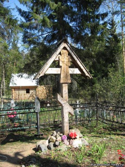 В Омской области черный колдун вбил колья в могилу тещи