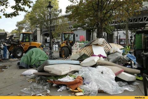 Парижские полицейские выброс…