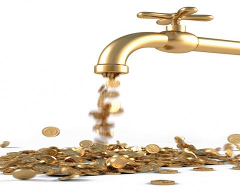 Из России с деньгами: белорусы увеличили потоки помощи на родину